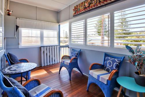 A seating area at Gillies Getaway at South West Rocks