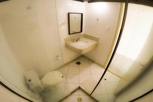 A bathroom at OYO Hotel Pelourinho