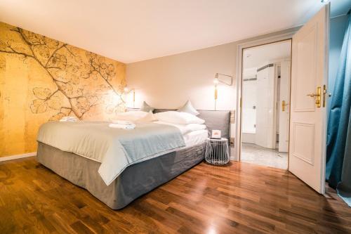 Ein Bett oder Betten in einem Zimmer der Unterkunft Deidesheimer Hof