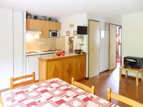 A kitchen or kitchenette at Apartment with 2 bedrooms in Vignec with furnished terrace 750 m from the slopes