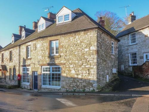 4-Bed House in Brassington price cut for 6 people