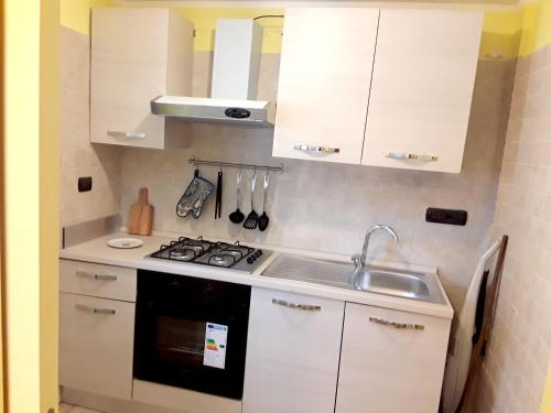 A kitchen or kitchenette at Apartment with one bedroom in Nocera Superiore with balcony and WiFi 7 km from the beach