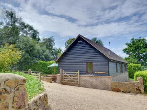 Cozy Holiday Home in Robertsbridge Kent amidst Forest