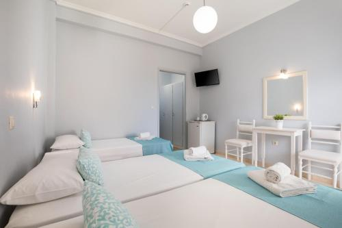 Un ou plusieurs lits dans un hébergement de l'établissement Bella Vista Beach Hotel