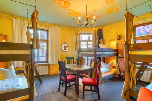 A bunk bed or bunk beds in a room at Hostel Lollis Homestay Dresden