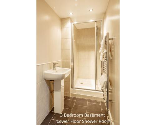 A bathroom at York Place Apartments by Destination Edinburgh