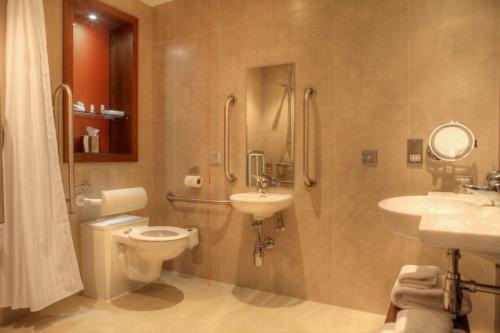 A bathroom at Hotel Indigo Glasgow
