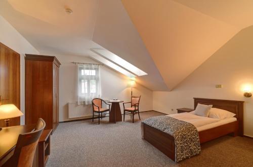 Postel nebo postele na pokoji v ubytování Hotel U Pramenu