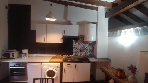 Una cocina o zona de cocina en El Rincon De Zaldierna