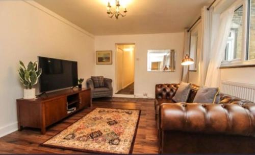 Lovely Victoria Conversion Flat with a Garden in Brentwood