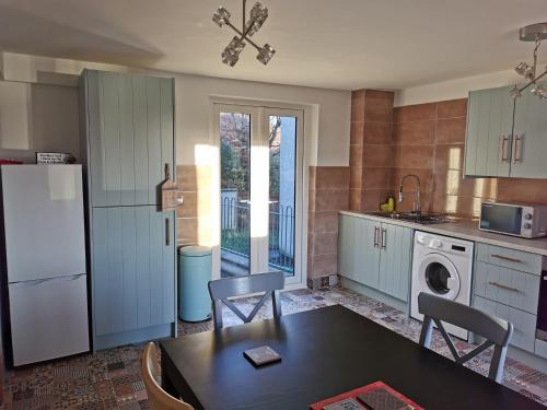 A kitchen or kitchenette at The Church Wall Apartment