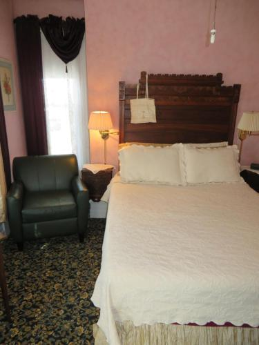 A bed or beds in a room at Market Street Inn