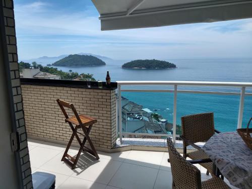 A balcony or terrace at Cobertura Duplex Vista Mar
