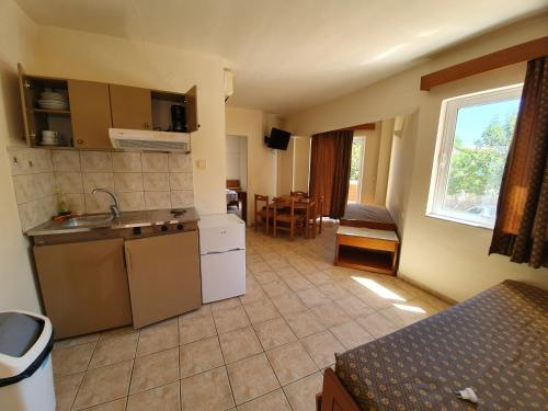A kitchen or kitchenette at Coral Beach Hotel
