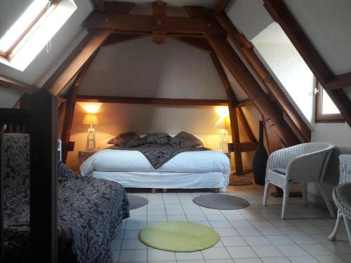 A bed or beds in a room at Le Relais du Quercy