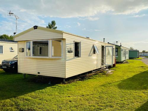 3 Bed 8 Berth Caravan in California Cliffs - D53