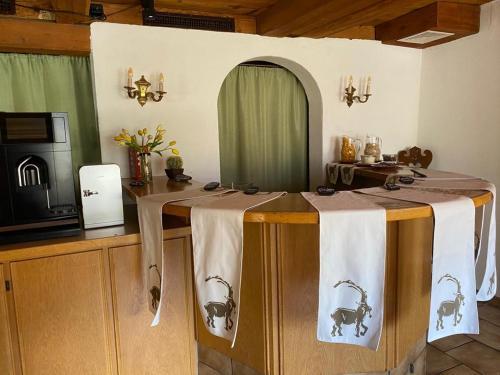 A cozinha ou kitchenette de Historic Hotel Steinbock
