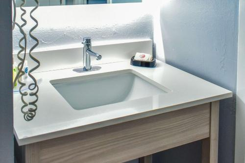 A bathroom at Comfort Inn - Hyannis - Cape Cod