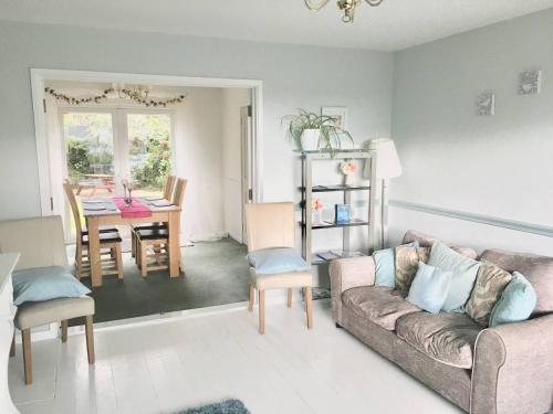 Elegant 3-Bed House w Garden