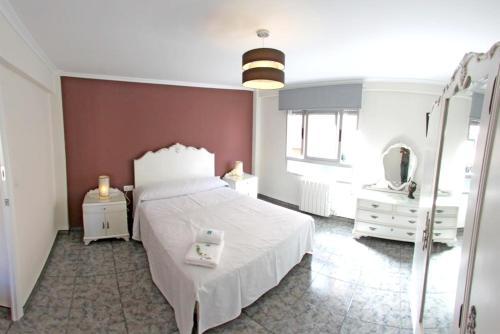 Cama o camas de una habitación en Apartment with 3 bedrooms in Villena with wonderful city view balcony and WiFi 65 km from the beach