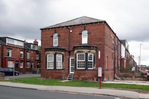 Comfy home in Leeds near motorway & city