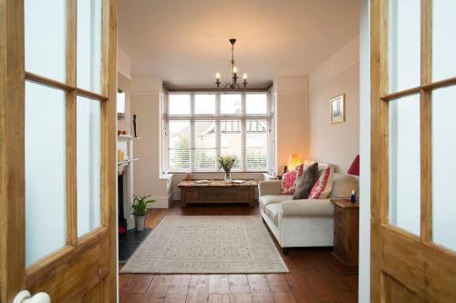 10 Bedroom Home in Glastonbury - Beautiful Garden
