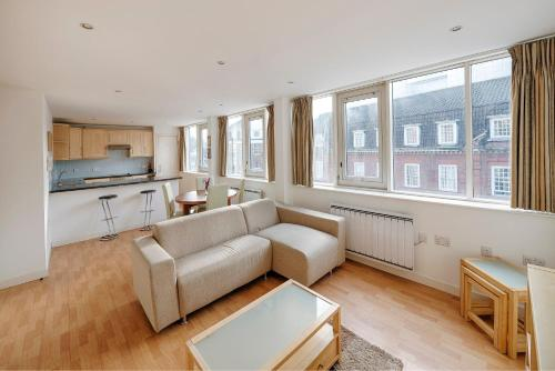 Aircondition 2 beds 2 baths Victoria Station