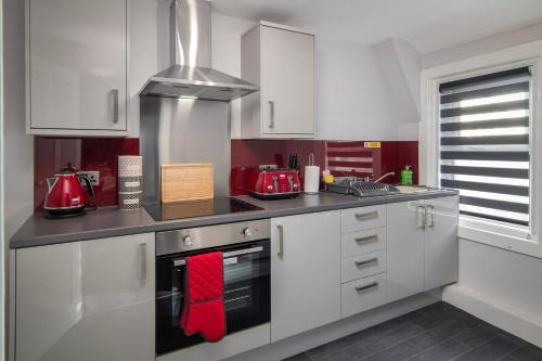 A kitchen or kitchenette at New Luxury Seaview Apt3 FREE Parking Special Deal