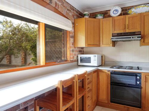 A kitchen or kitchenette at The Palms on Bowral