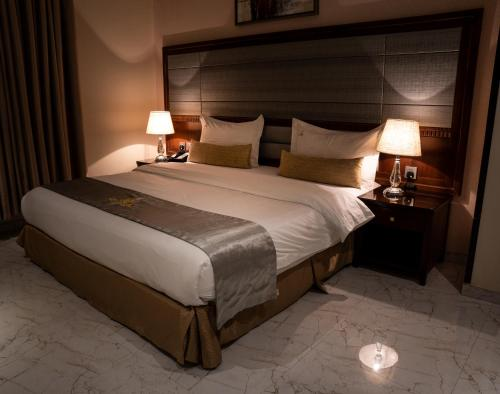 A bed or beds in a room at Toot House
