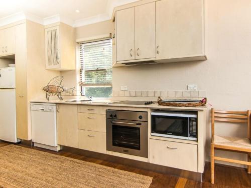 A kitchen or kitchenette at Middles - Villa Manyana 02