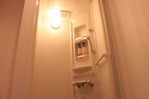 A bathroom at T and K Hostel Kobe Sannomiya East