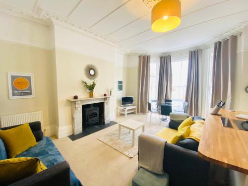 Elegant Spacious Apartment in Heart of St Leonards