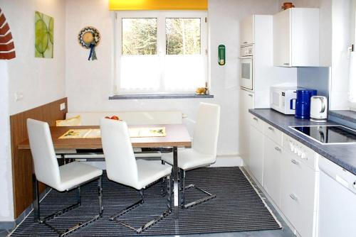 Küche/Küchenzeile in der Unterkunft House with 3 bedrooms in Purgstall with enclosed garden and WiFi 40 km from the slopes