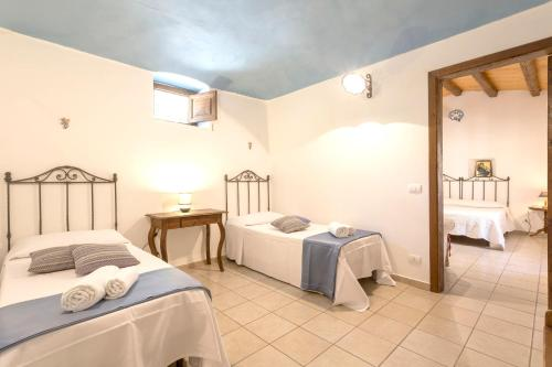 A bed or beds in a room at Apartment with 2 bedrooms in Chiaramonte Gulfi with shared pool enclosed garden and WiFi