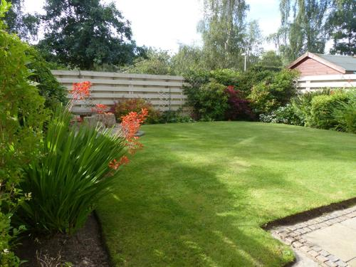 Modern 2-bed house with private garden in Scone