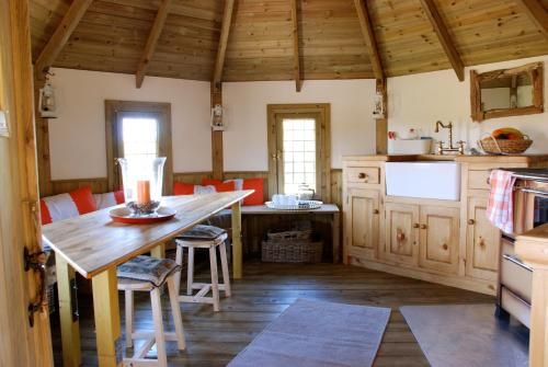 A kitchen or kitchenette at Harvest Moon Treehouse