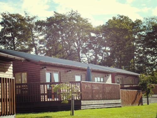 Mountain Ash Lodge with Hot Tub near Cupar Fife