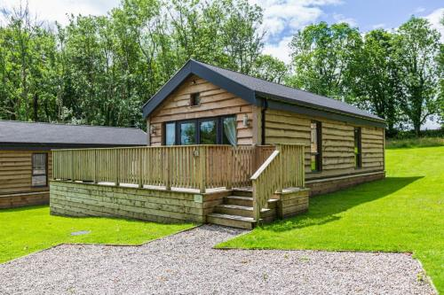 Squirrel Lodge 41 with Hot Tub Newton Stewart