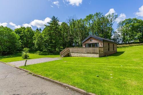 Squirrel Lodge 40 with Hot Tub Newton Stewart