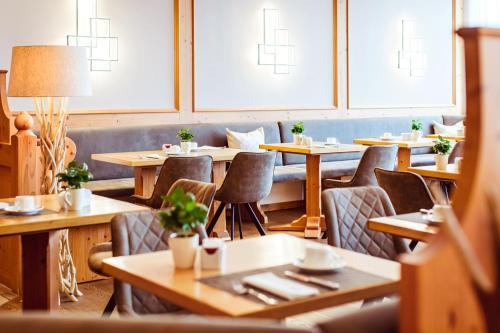 Ein Restaurant oder anderes Speiselokal in der Unterkunft Landgasthof Hotel Gentner