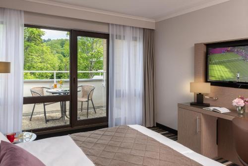 Een TV en/of entertainmentcenter bij Leonardo Royal Hotel Baden- Baden