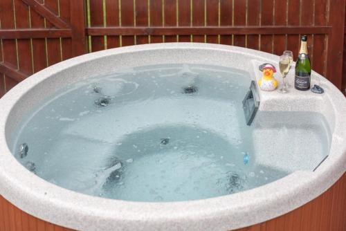 Birch Lodge 13 with Hot Tub Newton Stewart
