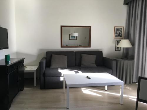 Een zitgedeelte bij Apartamentos Hg Cristian Sur