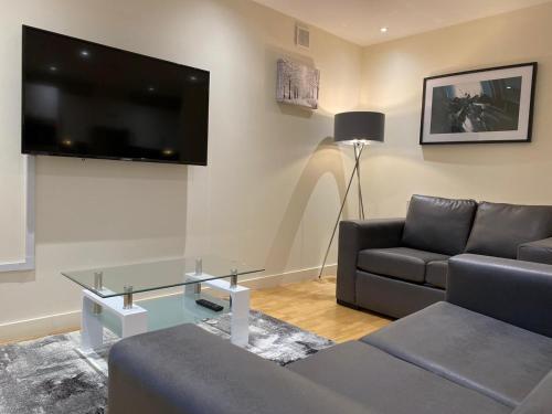 AMAZING 2 Bed/2Bathroom LUXURY Apartment!!