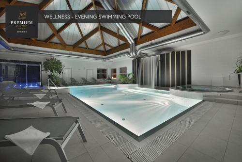 Bazén v ubytování PREMIUM Wellness & Wine Hotel Znojmo nebo v jeho okolí