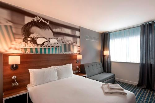 A bed or beds in a room at Heeton Concept Hotel - City Centre Liverpool