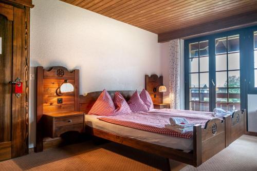 سرير أو أسرّة في غرفة في فندق غليتشيربليك