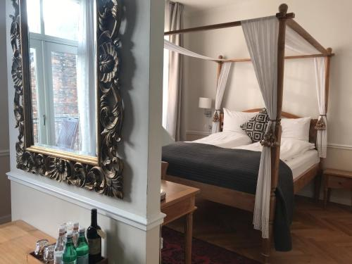 En eller flere senge i et værelse på Bertrams Hotel