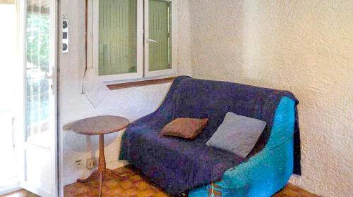 A seating area at Apartment with 2 bedrooms in Taradeau with shared pool and furnished garden 32 km from the beach